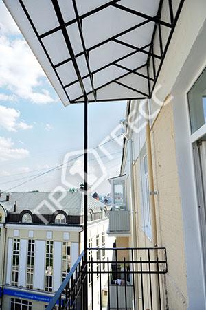 Установка крыши на балкон, козырек над балконом - компания п.