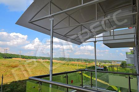 Козырек на балкон из монолитного карбоната