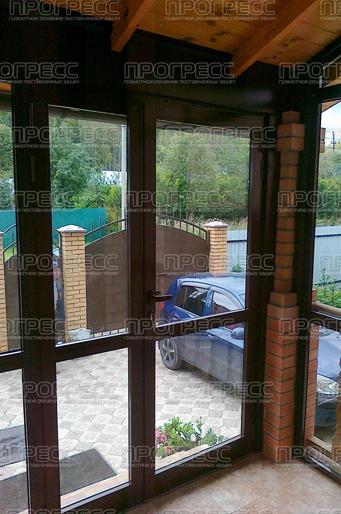 входные двери с тамбуром для загородного дома